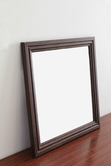صورة مرآة مربعة قياس 30 × 30سم باللون البني